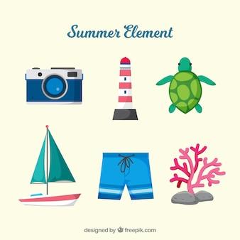 Colección de elementos de playa con ropa en estilo plano
