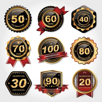 Colección de etiquetas doradas brillantes para uso de aniversario