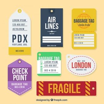 Colección de etiquetas planas de equipaje en diferentes diseños