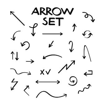 Colección de flecha de vector dibujado a mano, estilo bosquejado.