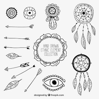 Colección de flechas y elementos étnicos dibujados a mano