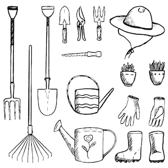 Colección de herramientas de jardín, suministros, equipos. jardín vintage en estilo boceto. esquema de elementos decorativos aislados en blanco. ilustración de vector dibujado a mano. clip arts para diseño.