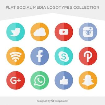 Colección de iconos planos de colores de redes sociales