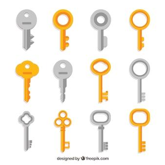 Colección de llaves plateadas y doradas