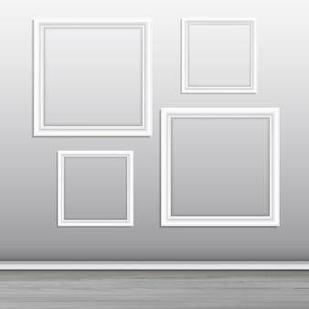 Colección de marcos de cuadros en blanco colgados en una pared.