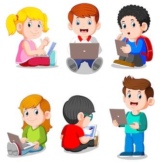 Colección de niño y niña estudiando con laptop y tablet