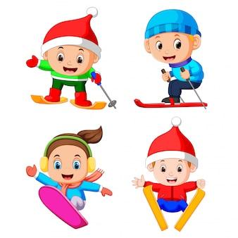La colección de los niños profesionales jugando al patinaje sobre hielo.