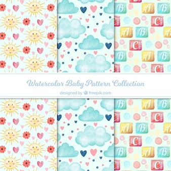 Colección de patrones de bebé con elementos dibujados a mano