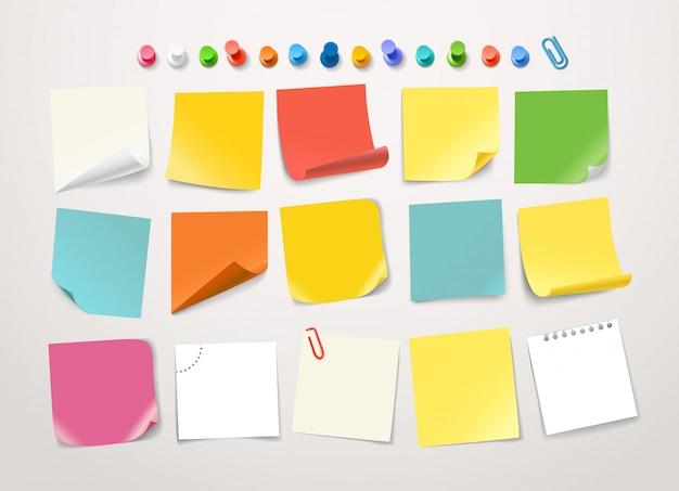 Colección de pegatinas de diferentes colores de papel.