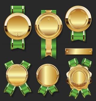 Una colección de varias insignias y etiquetas.