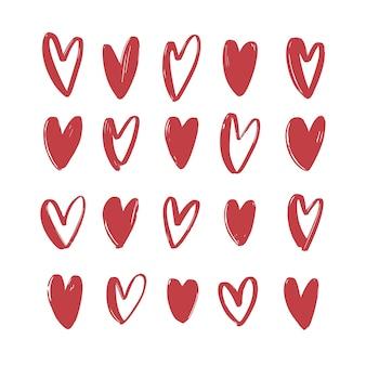 Colección de varios corazones rojos dibujados a mano aislados. paquete de símbolos de amor, romance y pasión para el día de san valentín. conjunto de elementos de diseño romántico