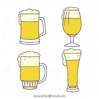 Colección de vasos y jarras de cerveza hechos a mano