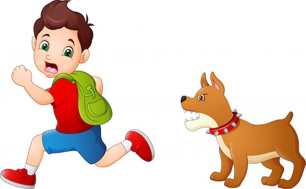 Colegial de dibujos animados huyendo de perro enojado