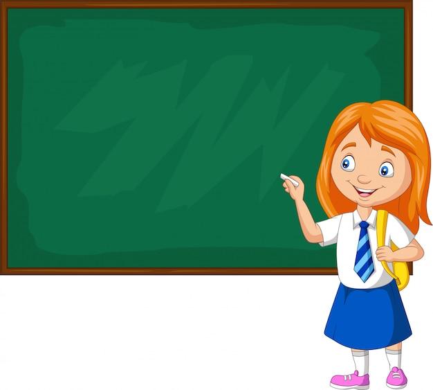 Colegiala de dibujos animados en uniforme escribiendo en la pizarra