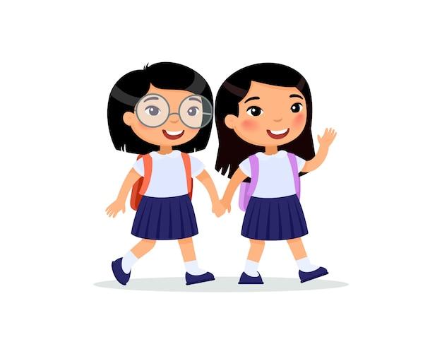 Las colegialas van al piso de la escuela.
