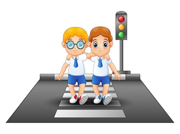 Colegiales de dibujos animados con uniforme escolar cruzando la calle