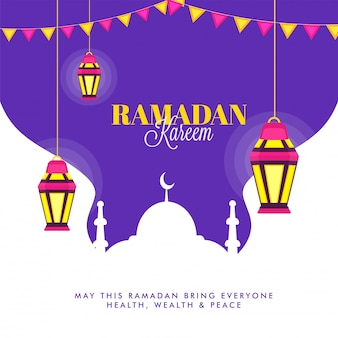 Colgante iluminando linternas y mezquita sobre fondo púrpura. concepto de ramadán kareem.