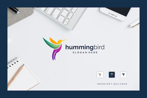Colibrí de inspiración de diseño de logotipo con diseños coloridos