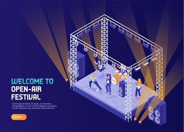 Color del festival de música al aire libre con músicos actuando en el escenario isométrico en el centro de atención