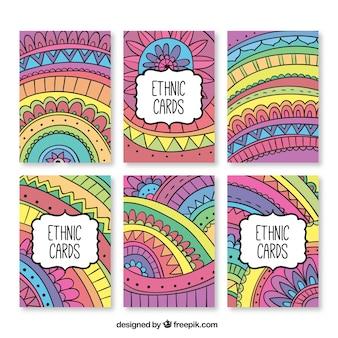 Coloridas tarjetas con temática étnica