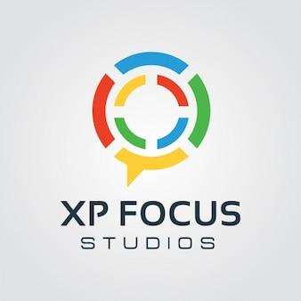 Colorido circular de chat logo