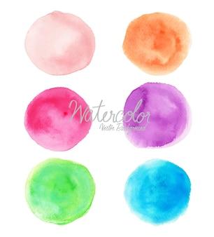 Coloridos círculos de acuarela sobre fondo blanco
