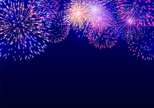 Coloridos fuegos artificiales sobre fondo azul oscuro