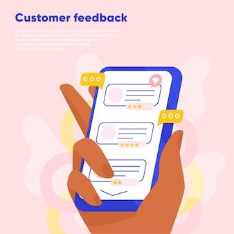 Comentarios en línea de los clientes. mano sosteniendo el teléfono inteligente y dejando una calificación y revisión. comentarios de la empresa de lectura de clientes ilustración plana
