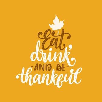 Comer, beber y ser agradecido, letras a mano sobre fondo amarillo. ilustración con hoja de arce para invitación de acción de gracias, plantilla de tarjeta de felicitación.