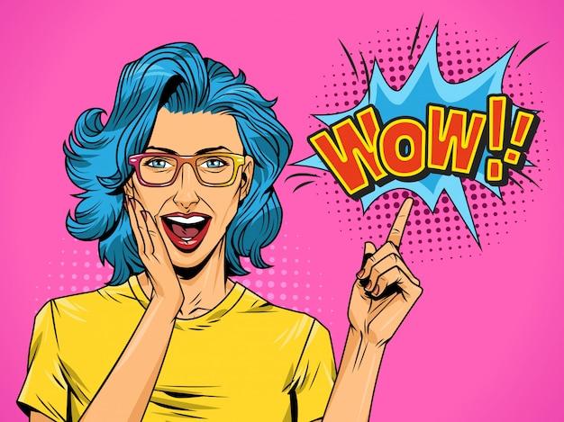 Comic sorprendió a niña bonita sobre fondo de semitono