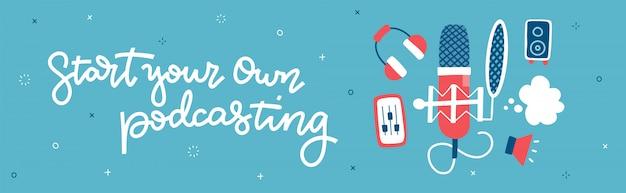 Comience su propio podcasting: banner panorámico horizontal. concepto con instrumentos, un micrófono y auriculares, y un programa para procesar audio. ilustración plana con letras de mano
