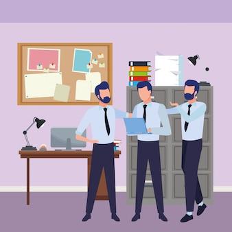 Compañeros de trabajo de negocios con suministros de oficina