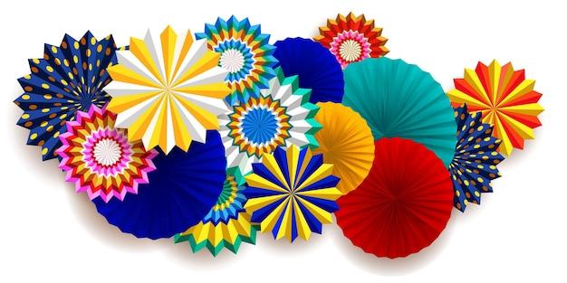 Composición de carnaval brillante con ventiladores.
