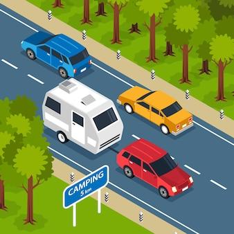 Composición cuadrada isométrica de viaje familiar con paisaje al aire libre y ruta de autopista con ilustración de autocaravana y automóviles