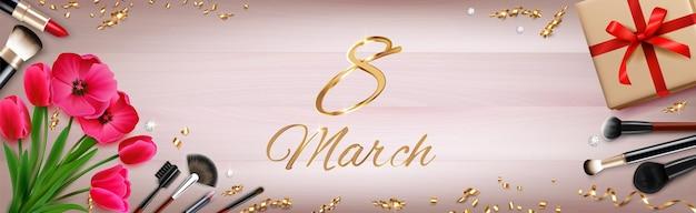 Composición del día de la mujer del 8 de marzo con texto adornado y confeti dorado con flores, regalos y maquillaje