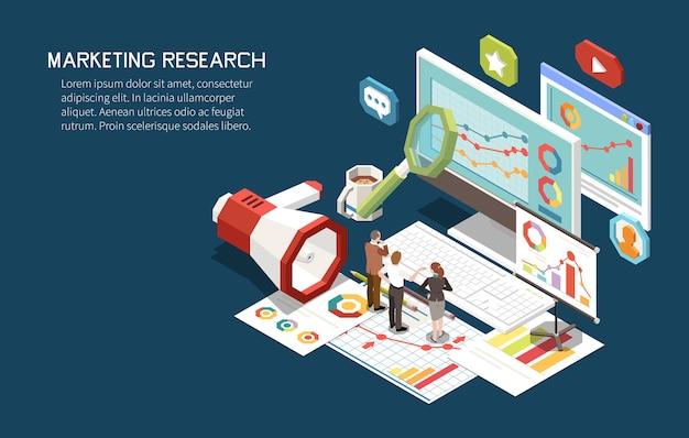 Composición isométrica del concepto de estrategia de marketing con un conjunto de pantallas de computadora, gráficos, pictogramas con personas y texto