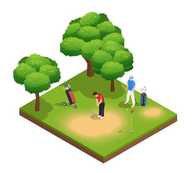 Composición isométrica de la vista superior del golf con dos deportistas que juegan en el agujero y los árboles de las bolsas del campo de golf