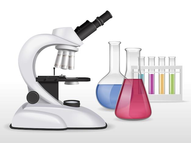 Composición de microscopio realista con imagen de equipo de laboratorio con tubos de ensayo de vidrio llenos de líquidos coloridos
