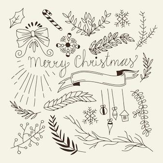 Composición de navidad de invierno con ramas de árboles naturales, lazos, dulces, juguetes colgantes y cinta