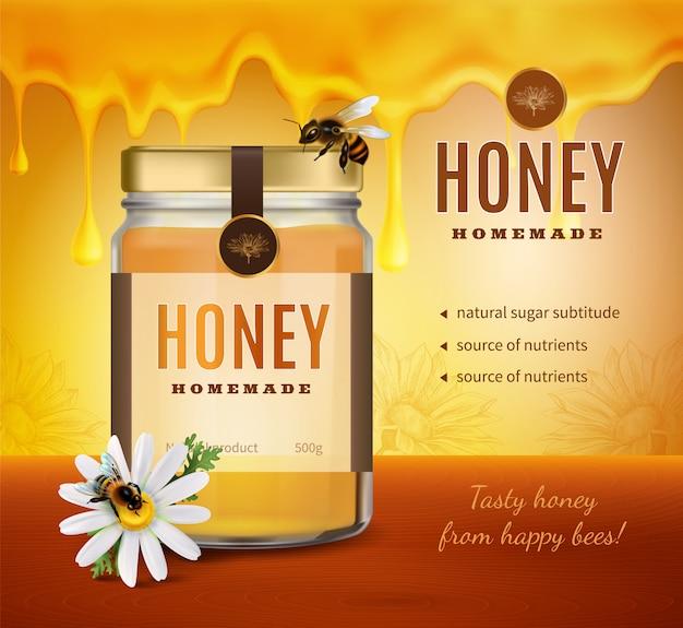 Composición publicitaria de miel con imagen realista de la botella de empaque del producto con marca y texto editable