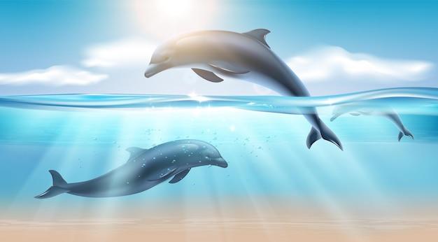 Composición realista náutica con delfines saltando en agua de mar iluminada por la luz del sol