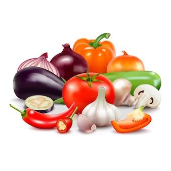 Composición realista de verduras sobre fondo blanco con berenjena picante, tomate y berenjena picante