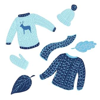 Composición suéter feo sobre fondo blanco. ropa de temporada de kit azul de suéter, manopla, gorra, bufanda y follaje boceto dibujado a mano en estilo doodle.