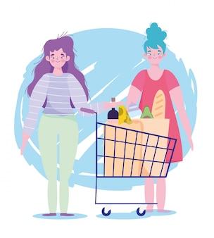 Compra de personas acaparando, mujeres jóvenes con productos de suermarket de carrito