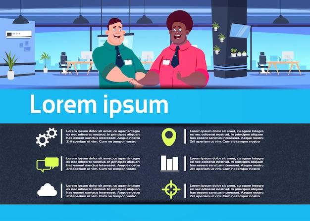 Comunicación creativa infografía mixrace equipo de negocios en la oficina apretón de manos empresario relación concepto