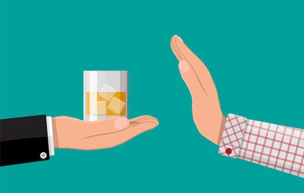 Concepto de abuso de alcohol. la mano le da un vaso de whisky a la otra mano.