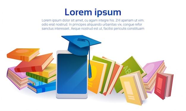 Concepto de aprendizaje en línea de la tableta de la educación escolar de la pila de libros