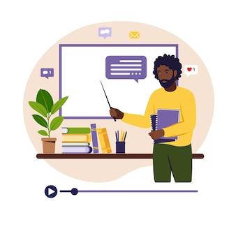 Concepto de aprendizaje online. profesor africano en la pizarra, lección de video.