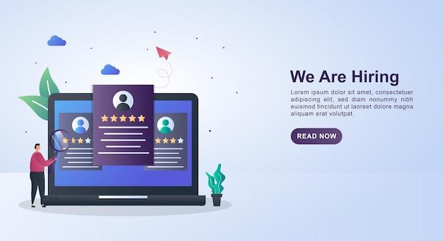 Concepto de banner de que estamos contratando con la persona que actualmente selecciona al candidato en la pantalla de la computadora.