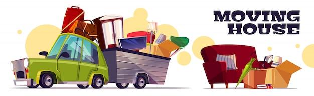 Concepto de casa móvil con automóvil que lleva cajas de cartón llenas, equipaje, tv y muebles